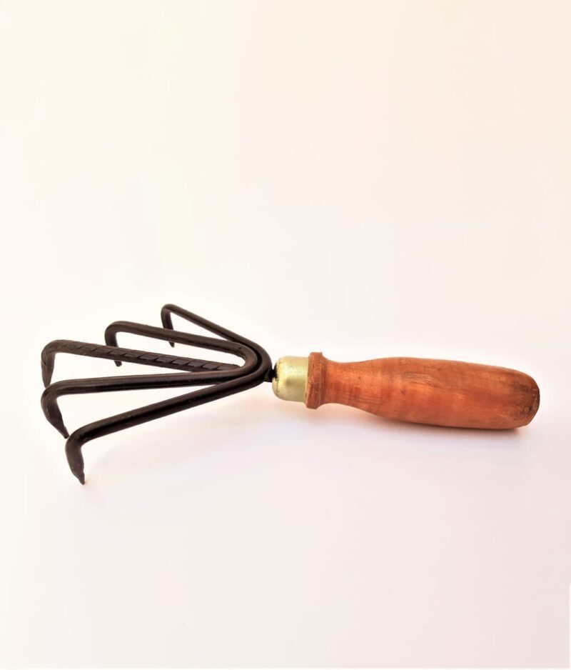 5-Prong-wooden-Hand-Cultivator-Peppyflora-Product-01-a-moz