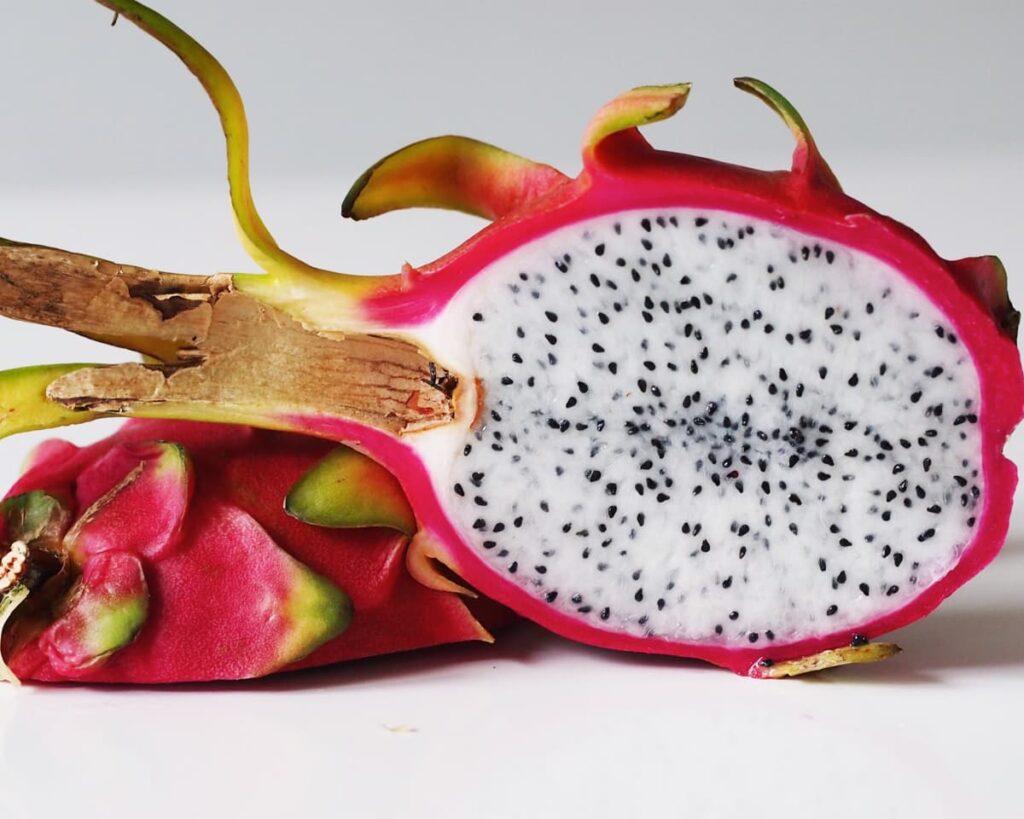 White-Dragon-Fruit-Plant-Pitaya-Peppyflora-Product-02-moz